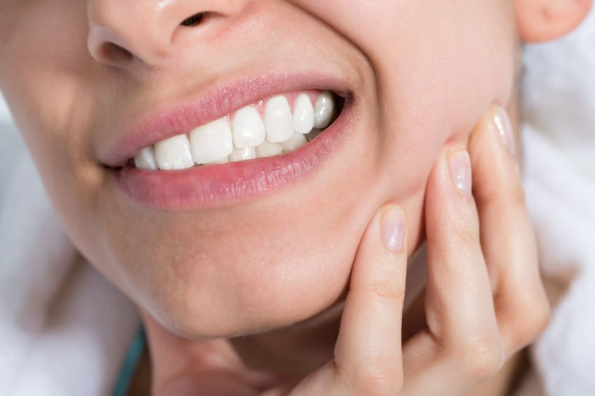 10 DIY Toothache Remedies (all natural treatments that help!)