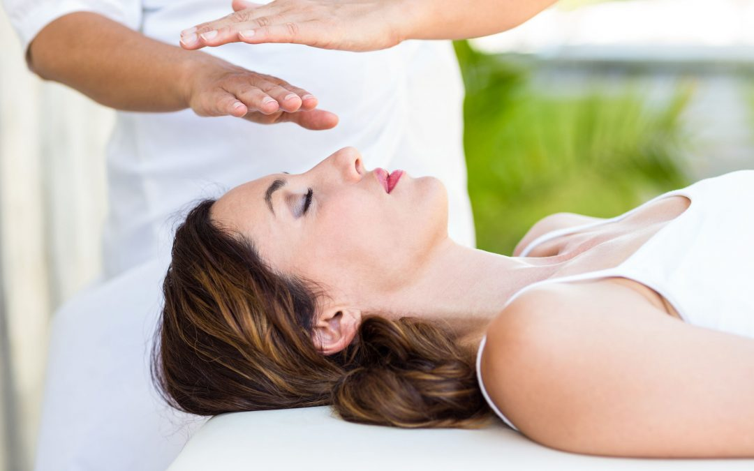 A Beginners Guide To Reiki Therapy (what should I expect?)